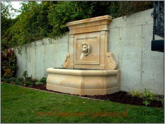 Fontanna ogrodowa przyścienna z kamienia