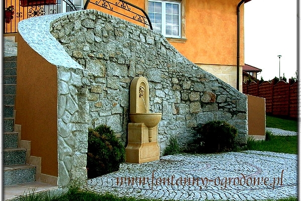 Fontanna ścienna do ogrodu z kamienia naturalnego