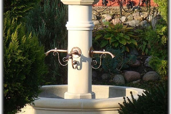 Okrągła fontanna ogrodowa z piaskowca