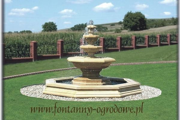 Kamienna fontanna kaskadowa klasyczna.
